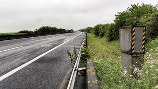 Un radar automatique sur l'A10, près de Neuvy-en-Beauce (Eure-et-Loir). (BERNARD MÉNIGAULT / CROWDSPARK / AFP)