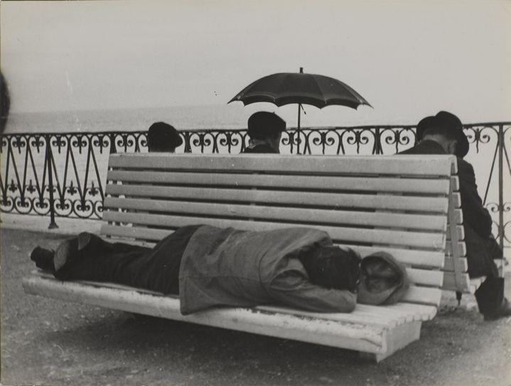 Pierre Jamet Le Banc, Nice, 1936  (Centre Pompidou, MNAM-CCI/ Philippe Migeat/Dist. RMN-GP © Pierre Jamet)