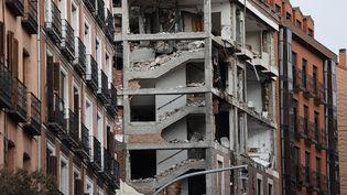 Les décombres de l'immeuble qui a explosé le 21 janvier 2021, dans le centre de Madrid (Espagne), à cause d'une fuite de gaz. (BURAK AKBULUT / ANADOLU AGENCY / AFP)