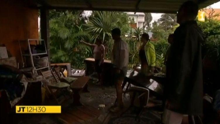 Les vents violents et les pluies diluviennes, précédant le cyclone Bejisa,ont déjà fait des dégâts sur l'île de La Réunion, le 2 janvier 2014. (REUNION 1ERE / FRANCETV INFO)