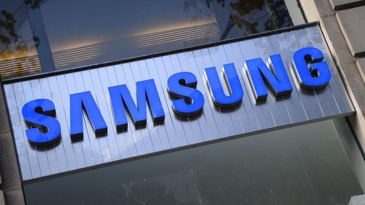 Une enseigne Samsung à Paris (illustration). (BERTRAND GUAY / AFP)