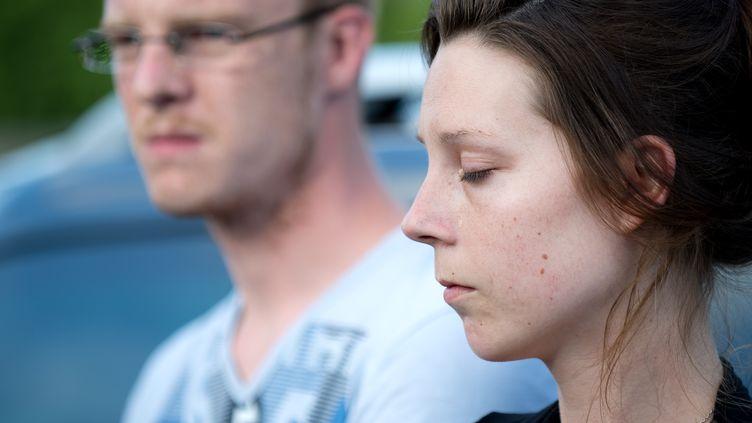 Julie Pitel et Jason Rivière, les parents de la petite Ayana, le 21 juin 2015,au CHU d'Angers (Maine-et-Loire). (JEAN-SEBASTIEN EVRARD / AFP)