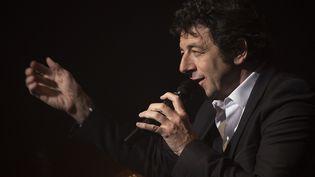 Patrick Bruel sur scène au Théâtre Mogador le 28 mars 2016.  (MIGUEL MEDINA / AFP)