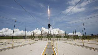 La fusée Falcon-9 de la société SpaceX a décollé du centre spatial Kennedy en Floride, le 30 mai 2020. (BILL INGALLS / NASA / AFP)