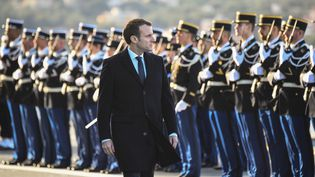 Emmanuel Macron, le 19 janvier 2017, à Toulon (Var), lors de ses vœux aux armées. (ANNE-CHRISTINE POUJOULAT / AFP)