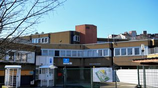 L'entrée du lycée de Villefontaine (Isère) où Mila était scolarisée, photographiée le 31 janvier 2020. (JEAN-PIERRE CLATOT / AFP)