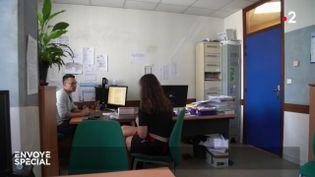 Le bureau des plaintes (ENVOYÉ SPÉCIAL  / FRANCE 2)