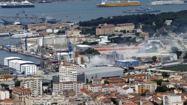 Vue de la base navale de Toulon, vendredi 12 juin 2020, après qu'un incendie s'est déclaré à bord d'un sous-marin nucléaire. (MAXPPP)