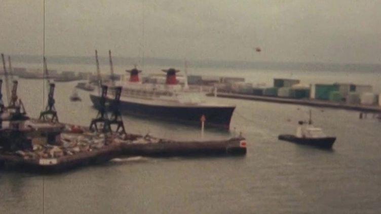 """Le 25 juin 1979, le mythique paquebot """"France"""" quittait son port du Havre (Seine-Maritime) et perdait son pavillon français pour devenir norvégien. (FRANCE 3)"""