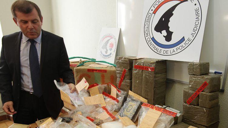 (Le commissaire Philippe Frizon lors d'une précédente saisie de drogue © MAXPPP)