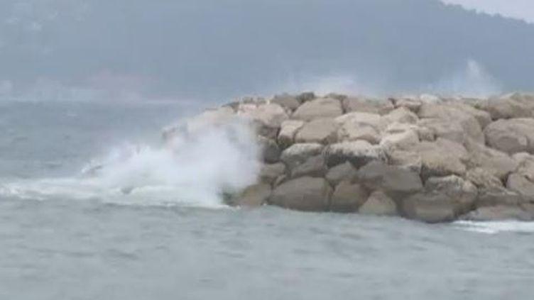Des vents violents ont fait un mort par noyade dans l'Aude le 5 mars 2013. ( FRANCETV INFO)