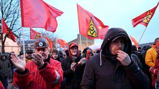 Des salariés de la métallurgie en grève pour obtenir le droit au temps partiel choisi de 28 heures, à Flensburg (Allemagne), le 31 janvier 2018. (CARSTEN REHDER / AFP)