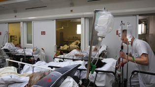 L'épidémie de grippe a battu son plein en février 2015 et a saturé les urgences hospitalières, comme ici àl'hôpital Saint-Roch de Nice (Alpes-Maritimes). (  MAXPPP)