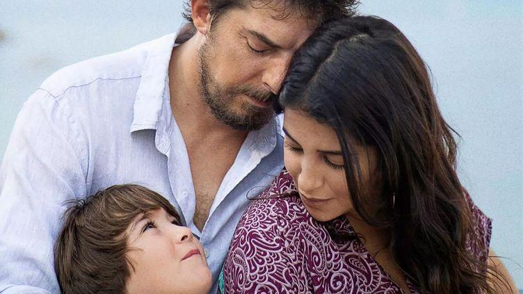 La maladie de Damien (Damien Bonnard) va peu à peu dégrader ses relations avec sa femme (Leïla Bekhti) et son fils (Gabiel Merz Chammah). (LUXBOX)
