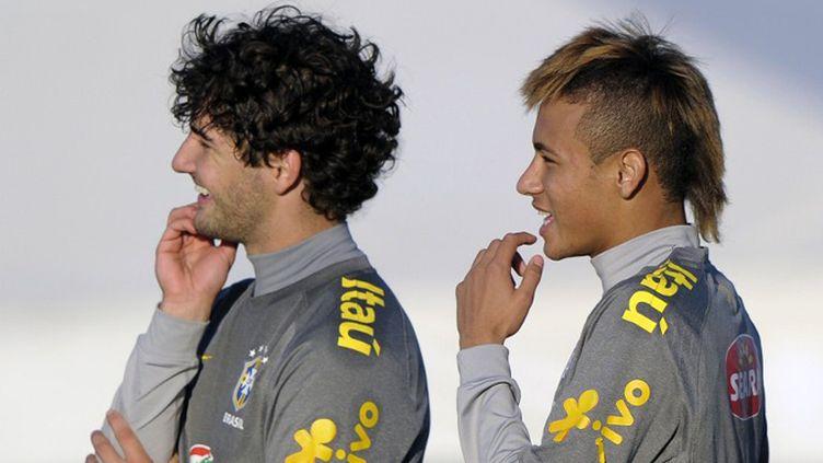 Les Brésiliens Pato et Neymar.  (JUAN MABROMATA / AFP)