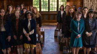 """Il sort mercredi 11 mars, le film """"La Bonne épouse"""" nous transporte à la veille de Mai 68, entre les murs d'une école où les filles doivent apprendre à être de bonnes épouses. Un récit d'émancipation féminine. (France 2)"""