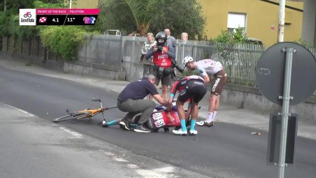 La grosse chute de Mikel Landa, contraint à l'abandon, sur le Tour d'Italie.