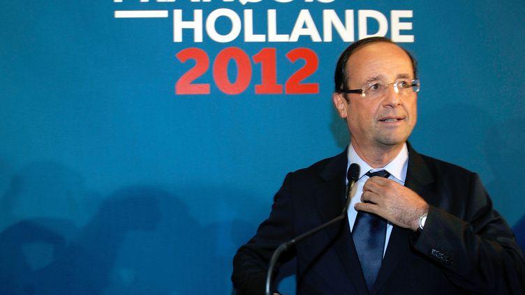 François Hollande, candidat socialiste à l'élection présidentielle, juste avant son premier grand meeting de campagne à Mérignac près de Bordeaux, le 4 janvier 2012 (JEAN-PIERRE MULLER / AFP)