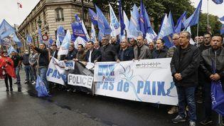 Des syndicats de police manifestent devant l'Elysée, à Paris, le 12 juin 2020. (THOMAS SAMSON / AFP)