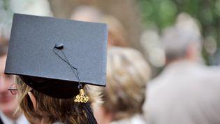 Une étudiante de l'université Pierre-et-Marie-Curie (UPMC) lors de la remise des diplômes de doctorat, le 13 juin 2009 à Paris.L'établissement est en 35e position de l'édition 2014 du classement de Shanghai. (MIGUEL MEDINA / AFP)