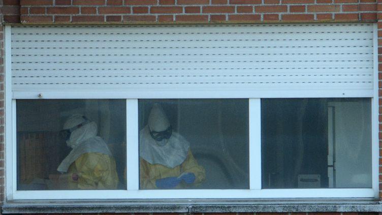 L'hôpital Carlos III de Madrid, le 12 octobre 2014, où est soignée l'infirmière espagnole atteinte d'Ebola. (PIERRE-PHILIPPE MARCOU / AFP)
