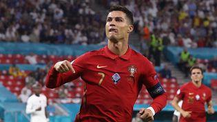 Cristiano Ronaldo, auteur d'un doublé contre la France, le 23 juin 2021. (BERNADETT SZABO / POOL / AFP)