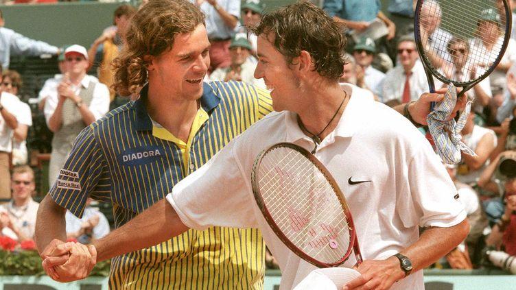 Le Belge Filip Dewulf vaincu par le Brésilien Gustavo Kuerten à Roland-Garros en 1997 après un parcours phénoménal (JEAN-LOUP GAUTREAU / AFP)