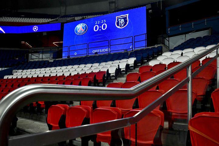 Le match de Ligue des champions entre le PSG etBasaksehir est arrêté sur le score de 0-0, le 8 décembre 2020 à Paris. (JULIEN MATTIA / ANADOLU AGENCY / AFP)