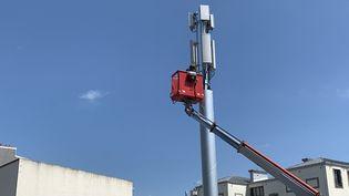 Installation d'une antenne-relais 4G/5G à Brest (Finistère). Photo d'illustration. (NICOLAS OLIVIER / RADIO FRANCE)
