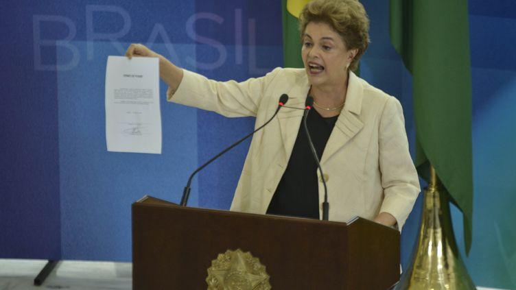 La présidente du Brésil Dilma Roussef, le 17 mars 2016 à Brasilia (Brésil). (RICARDO BOTELHO / BRAZIL PHOTO PRESS / AFP)