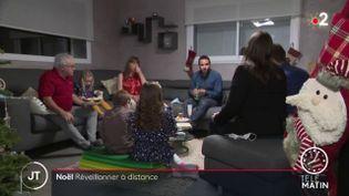 Certains Français ont décidé d'appliquer strictement les recommandations sanitaires pour le réveillon de Noël, jeudi 24 décembre. (France 2)