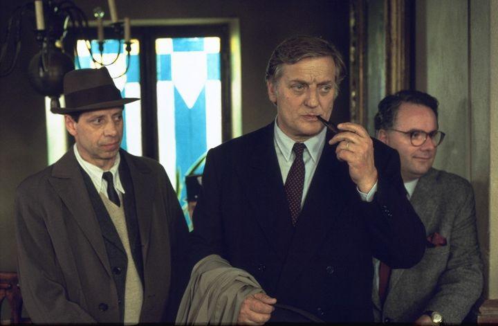 """Bruno Cremer, entouré d'Eric Prat et Jean-Claude Frissung, dans """"Maigret et les témoins récalcitrants""""  (Gilles SCARELLA)"""
