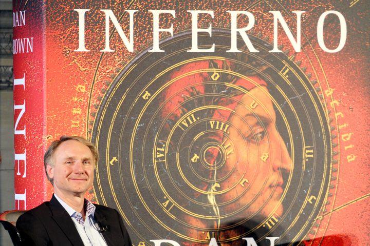 """L'écrivain américain Dan Brown durantla conférence de presse de présentation de son roman """"Inferno"""" à Florence, le 5 juin 2013 (CLAUDIO GIOVANNINI / AFP)"""