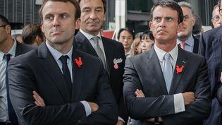 """Manuel Valls et Emmanuel Macron visitent le salon """"Creative France"""" au Musée Miraikan à Tokyo. Japon, le 5 octobre 2015 (NICOLAS DATICHE / SIPA)"""