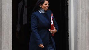 Lasecrétaire d'Etat britannique au Développement international, Priti Patel,quitte le 10 Downing Street, le 31 octobre 2017, à Londres (Grande Bretagne). (ALBERTO PEZZALI / NURPHOTO / AFP)