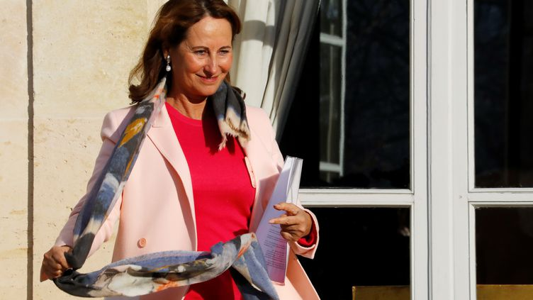 Depuis le 4 décembre, Ségolène Royal doit faire face à de nombreuses critiques surses propos sur Cuba. (PATRICK KOVARIK / AFP)