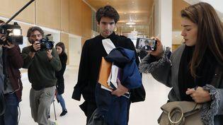 L'avocat et essayiste Juan Branco, proche de l'artiste russe Piotr Pavlenski, au tribunal de Paris, mardi 18 février 2020. (FRANCOIS GUILLOT / AFP)