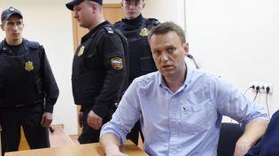 L'opposant russe Alexeï Navalny est jugé, le 12 juin 2017, à Moscou. (VASILY MAXIMOV / AFP)