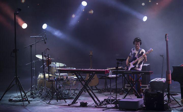 Jacob Collier et ses instruments, Vienne le 2 juillet 2016  (Jean-François Lixon)
