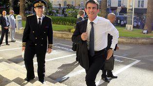Manuel Valls à son arrivée à la préfecture d'Ajaccio, en Corse, le 4 juillet 2016. (PASCAL POCHARD-CASABIANCA / AFP)