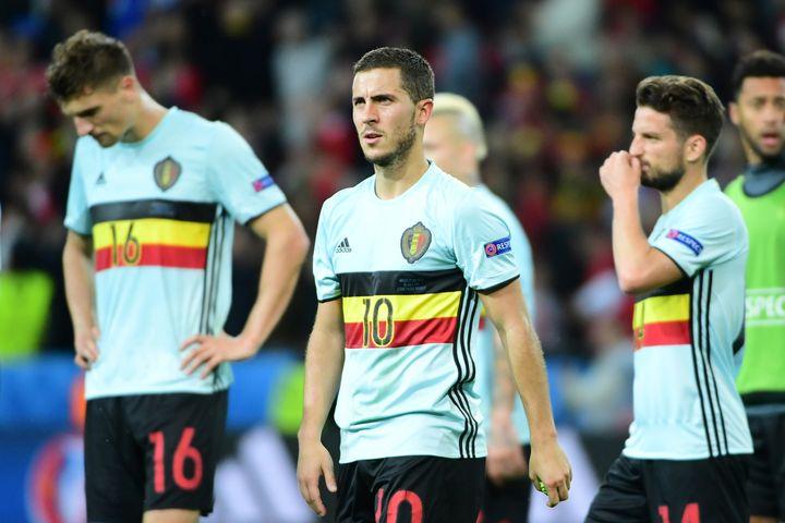 En 2016, Eden Hazard (au centre) et les Belges avaient été éliminés en quart de finale de l'Euro par le pays de Galles (3-1). (EMMANUEL DUNAND / AFP)
