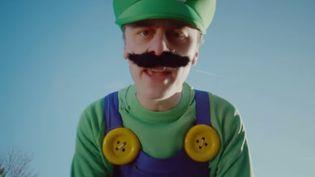 Capture d'écran d'une vidéo de Norman. C'est la vidéo française la plus virale sur YouTube en 2014. (NORMAN / YOUTUBE)
