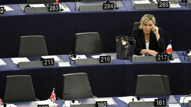 La présidente du Front national, Marine Le Pen, le 17 janvier 2016 au Parlement européen de Strasbourg (Bas-Rhin). (ELYXANDRO CEGARRA / NURPHOTO / AFP)