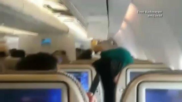 Scènes de panique dans un vol entre Abou Dhabi et Jakarta.