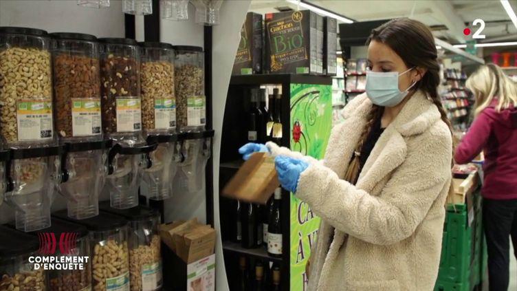 """""""J'ai peur de ne pas différencier l'angoisse du coronavirus, j'ai peur de mourir, en fait"""" : Orlane, hypocondriaque, à l'épreuve de la pandémie (ENVOYÉ SPÉCIAL  / FRANCE 2)"""