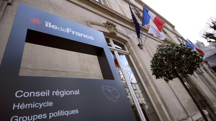 L'entrée du conseil régional d'Ile-de-France, à Paris. (LIONEL BONAVENTURE / AFP)
