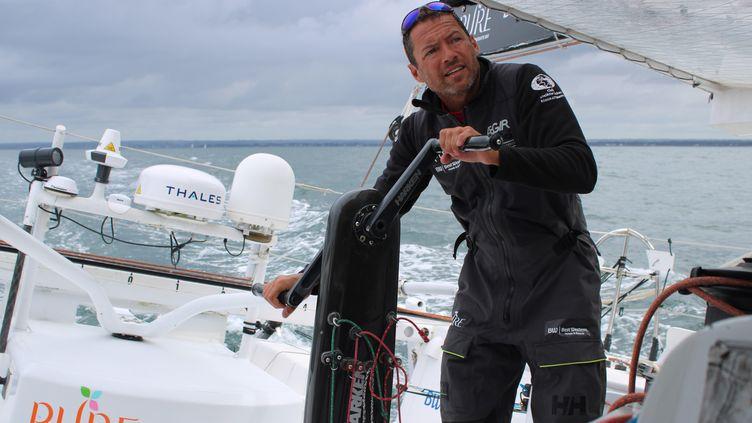 Le skippeur français Romain Attanasio