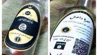 Ces photos de bouteilles siglées du drapeau de l'Etat islamique, dont l'origine exacte est inconnue, ont été reprises dans plusieurs médias. (FACEBOOK / FRANCETV INFO)