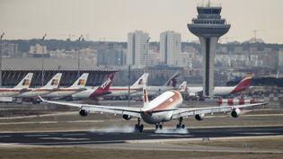 """La présence d'une lettre affirmant qu'une bombe se trouvait dans un avion de Saudi Airlines a provoqué le déclenchement d'une """"alerte générale"""" à l'aéroport de Madrid-Barajas, en Espagne, jeudi 4 février 2016. (PAUL HANNA / REUTERS)"""