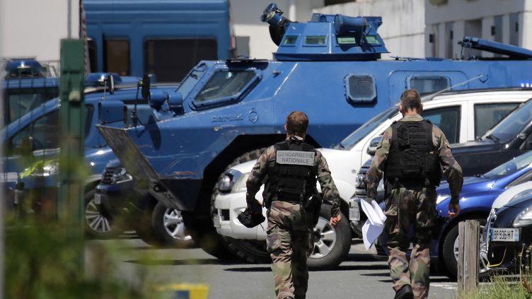 Des gendarmes mobilisés au Lardin-Saint-Lazare, près de Sarlat(Dordogne), le 31 mai 2021. (THIBAUD MORITZ / MORITZ)